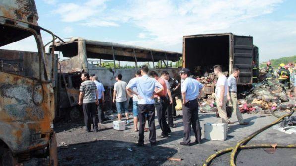 Autobus si schianta all'interno di una galleria in Cina : 36 morti