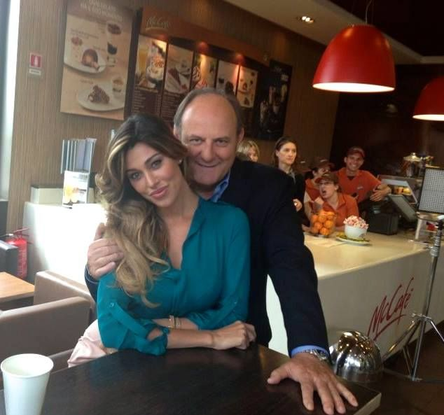 Belen Rodriguez con Gerry Scotti da McDonald's