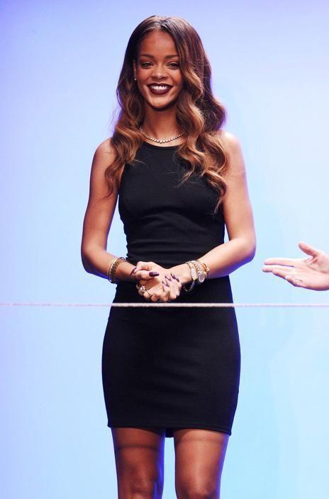 Rihanna sexy stilista alla London Fashion Week