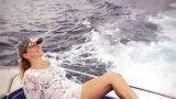 Barbara D'Urso in topless in piscina... su instagram