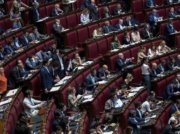 Vitalizi - via libera della Camera all'abolizione : Scontro M5s-Pd