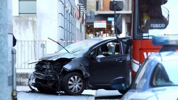 Terrore a Sondrio, auto sulla folla al mercatino di Natale, l'autista fugge