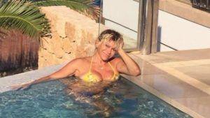 Carmen Russo : A 57 anni fisico perfetto a Ibiza