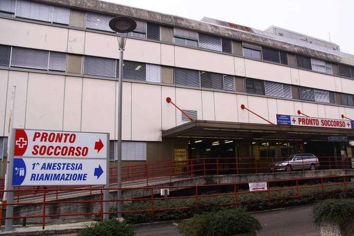 Verona : Bimbo si chiude in auto e muore