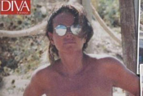 Paola Perego in topless a Formentera... super sexy a 51 anni