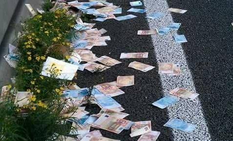 Napoli - ex poliziotto trova per strada un tesoro da 100mila euro : Realtà o bufala?