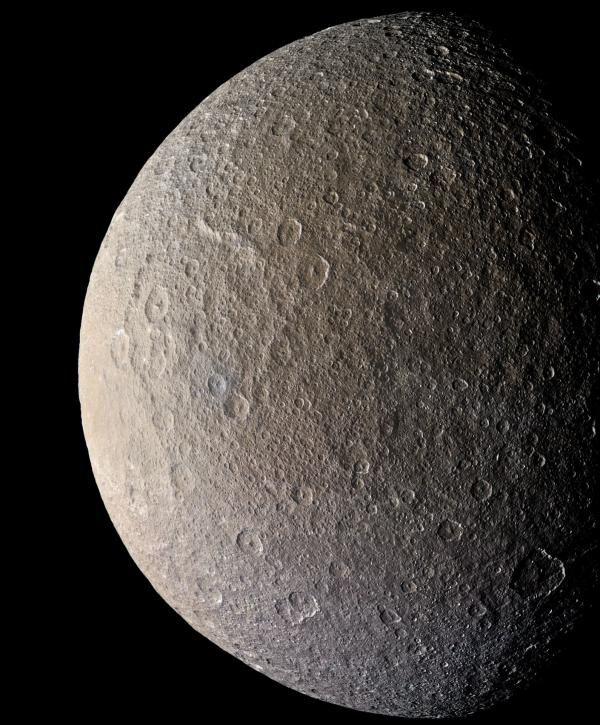 Le lune di Saturno sono più giovani del previsto