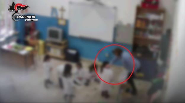 Palermo, maestra dà schiaffi agli alunni: sospesa per un anno