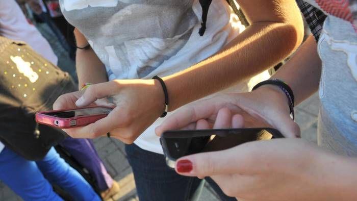 Dieci minorenni di Avellino si prostituivano con noti professionisti