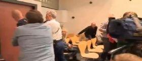 Olanda : Un papà lancia sedia contro il giudice dopo una sentenza ingiusta al pirata di sua figlia