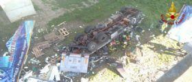 Catania-Palermo / Tir esce fuori strada e precipita : Autista 22enne muore schiacciato