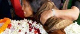 Violenze in India : Stuprano una ragazzina 13enne e le danno fuoco