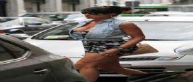 Nicole Minetti look sexy e curve esagerate a MIlano