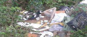 Buccino : Cibo della Caritas tra i rifiuti