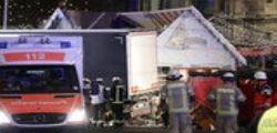 Attentato Berlino : camion su mercatino natalizio - 12 morti