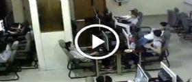 Le immagini video in un Internet Point : Un ragazzo muore folgorato dagli auricolari
