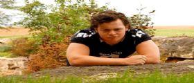 Beau Solomon, il giovane americano nel Tevere : Nel fiume per calcio tra stomaco e petto
