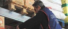 In tutta Italia sequestrate dai Nas 18 tonnellate di cibi scaduti tra escrementi
