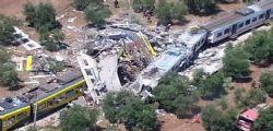 La foto dello schianto frontale tra due treni nel Barese