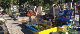 Le Iene : La tomba colorata del compagno gay diventa un caso nazionale