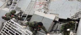 Terremoto Taiwan: Salgono a 24 le vittime, oltre 120 persone sotto le macerie