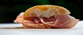 Napoli, salumiere Salvatore Picardi regala un panino ad un disabile senza fare lo scontrino: La finanza lo multa