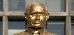 Israele : A Tel Aviv la statua d