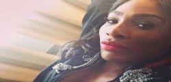 Serena Williams bomba sexy senza reggiseno da Gucci
