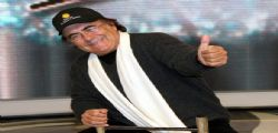 Al Bano in camerino con le fan