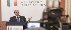 Stepchild adoption : Ll ministro Alfano ribadisce il suo no alle adozioni gay