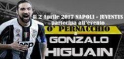 Napoli Juventus flash mob del 2 aprile 2017: Higuain sommerso da un maxi pernacchio