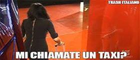 Grande Fratello Vip : Video Pamela Prati in discoteca canta e balla Chiamatemi un taxi