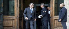 La rapidità di Gentiloni, oggi la lista dei ministri - Renzi intanto attacca : Si vota a giugno