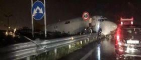Bergamo : Aereo fuori pista finisce sulla Provinciale - Video