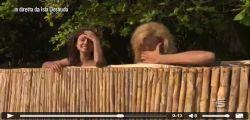 Paola Caruso : La Bonas fuori di seno in diretta all