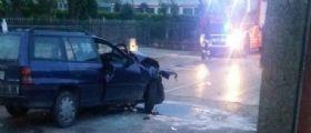 Brugine : Giovane coppia in auto contro un muro