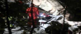 Crollo del cavalcavia a Lecco : I vigili del fuoco stanno ancora lavorando