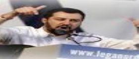 Mateo Salvini a Salerno : Dopo letame sul palco avverte i centri sociali