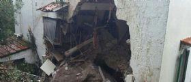 Frana a Mondello (Palermo) : Masso cade su una casa - Muore un