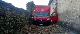 Brescia : il camion Bartolini è troppo alto e abbatte un arco medievale