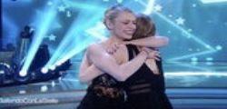 Fuori di seno per Martina Stella a Ballando con le Stelle