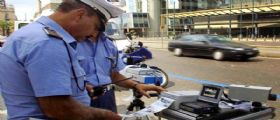 Torino : Automobilista multato con autovelox perde la testa e travolge quattro vigili urbani