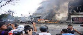 Indonesia : Aereo militare precipita sulle case a Medan