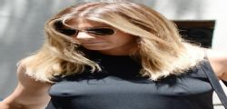 Jennifer Aniston super sexy in giro senza reggiseno