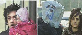 Morgan e Jessica Mazzoli con la piccola Lara : nasconde la testa sotto un sacchetto
