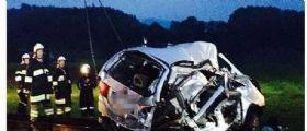 Austria, treno travolge auto : 5 morti, tra le vittime 3 bambini