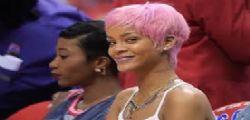Rihanna : t-shirt hot senza intimo per una partita di basket