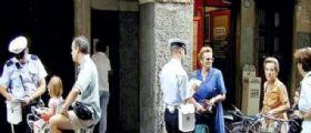 Padova, multato di 218 euro in bici : Ma agli stranieri non fanno nulla