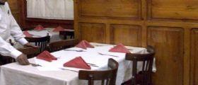 Pesaro - rimproverata al ristorante dopo crisi epilettica : La gente come voi deve stare a casa
