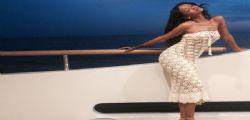 Rihanna in sexy bikini su uno yacht